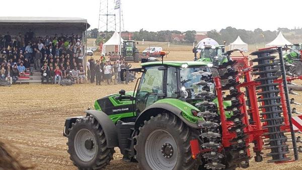 Deutz-fahr-6-7-series-tractor-launch-dresden-5