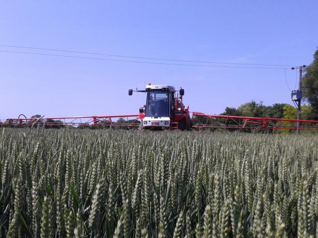 r-c-boreham-contract-farming-bateman-sprayer-2
