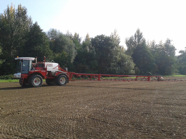 r-c-boreham-contract-farming-bateman-sprayer-3